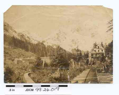 Jualin Mining and Milling Company Camp at Berner's Bay, Alaska, c. 1912. Image courtesy of the Juneau-Douglas City Museum, 99.26.019.